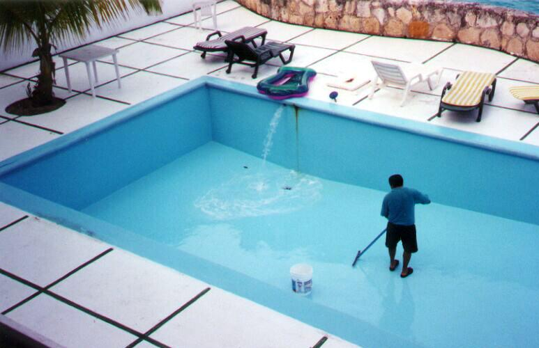 Soilson Enterprises : Swimming Pool Cleaning Services